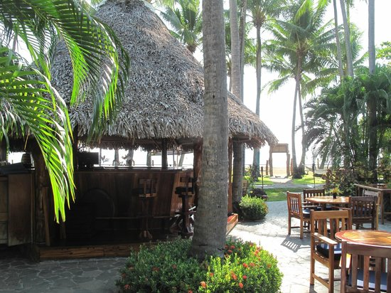 Tambor Tropical Beach Resort: Outdoor Bar