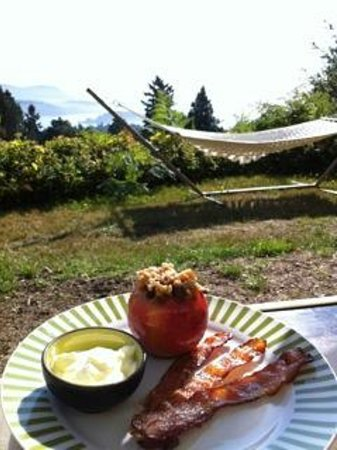 B&B at Salt Spring Apple Company: Relaxing, warm and comfortable are our aims