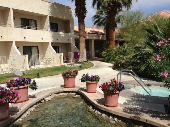 Miracle Springs Hotel and Spa: Pool side rooms facing south