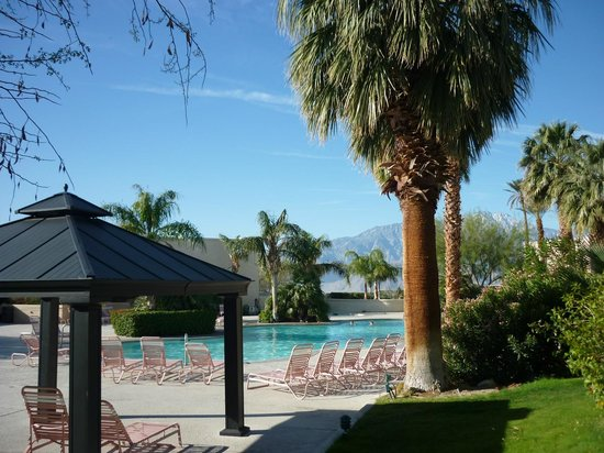 Miracle Springs Hotel and Spa: Main Pool with mountain range behind