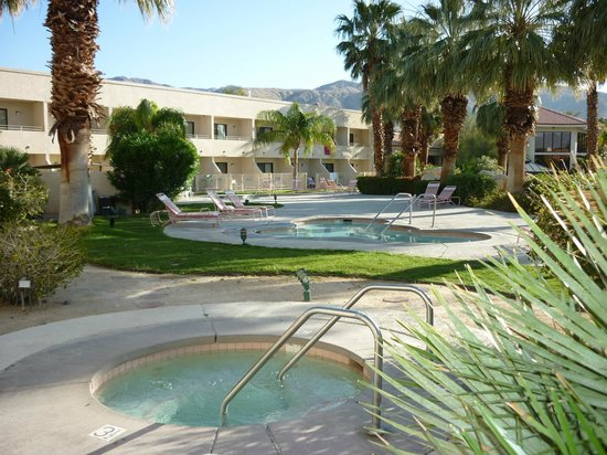 Miracle Springs Hotel and Spa: Some of the 8 spas
