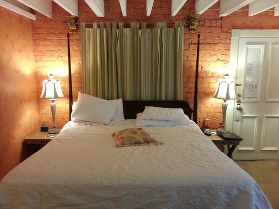 Foley House Inn: Loved the brick walls, so cozy