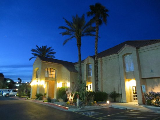 HYATT house Scottsdale/Old Town: Front of teh Hotel