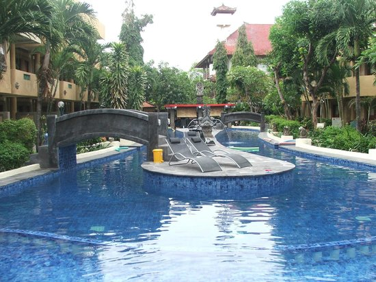 Melasti Legian Beach Resort & Spa: Figure 8 pool