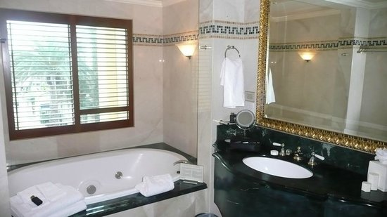Bathroom - Picture of Palazzo Versace, Main Beach ...