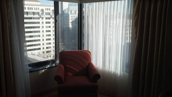 JW Marriott Washington DC: Chair in corner of room