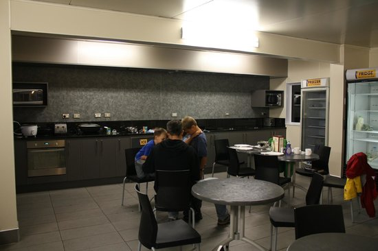 Te Anau Top 10 Holiday Park (Mountain View): Kitchen