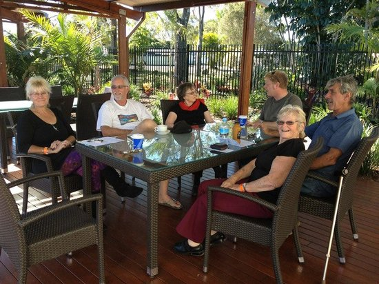 Helensvale, Australia: Sitting at one of the pool areas with friends
