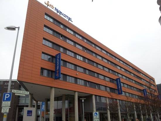 Suite Novotel Hannover : Outside of hotel 