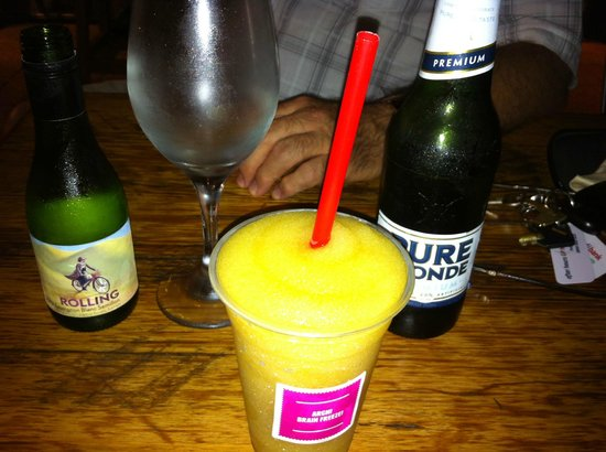 Joondalup, Australien: White wine, beer, slushie... all bases covered!