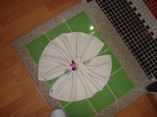 Krabi Tropical Beach Resort: The mat to the bathroom