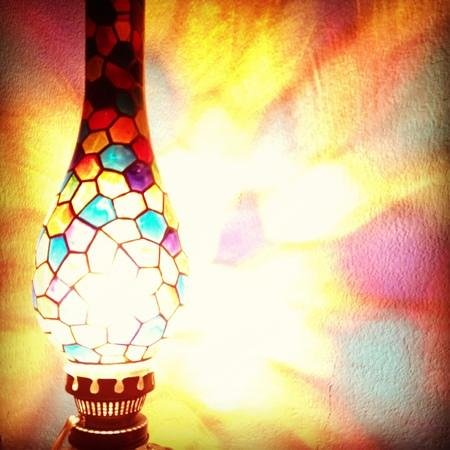 Le Meridien Jakarta: beautiful lamp at Al Nafoura