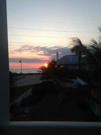Port d'Hiver Bed and Breakfast: sun rise from the balcony of the