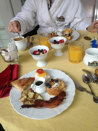 Port d'Hiver Bed and Breakfast: breakfast!!!!