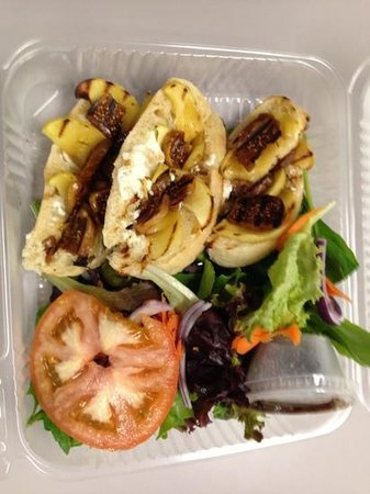Allegan, MI: Figs, apples and goat cheese on Italian bread