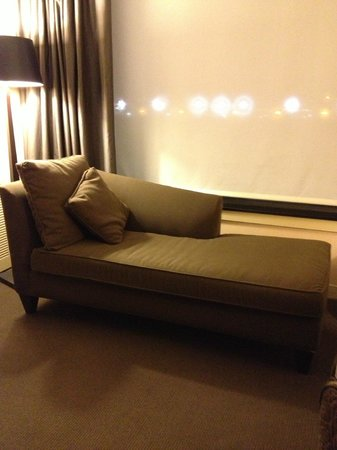 The Westin Detroit Metropolitan Airport: Chaise Lounge and Great Shade with planes in background