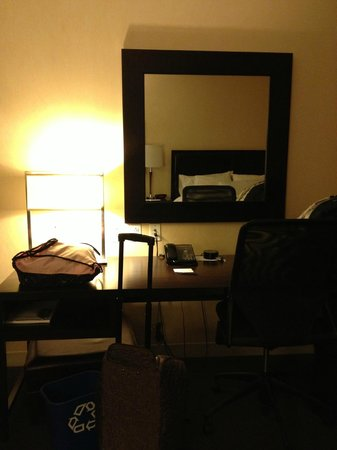 The Westin Detroit Metropolitan Airport: Desk