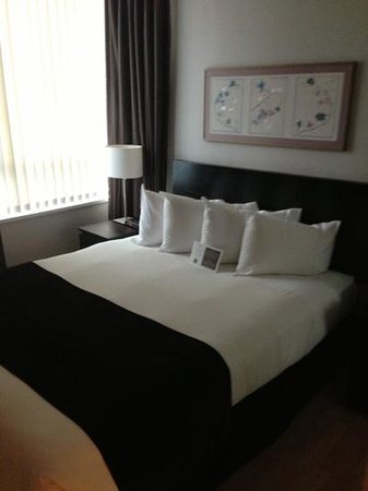 Carmana Plaza: bedroom
