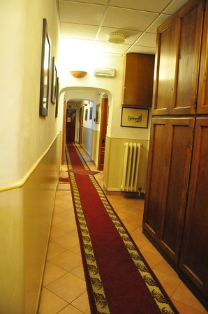 Hotel Casci: corridor to room