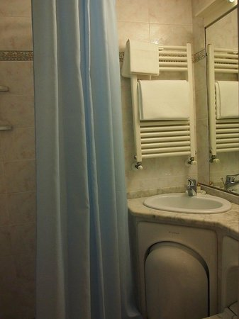 Hotel Casci: room&#39;s bathroom