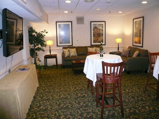 BEST WESTERN PLUS Murray Hill Inn & Suites: Executive Lounge