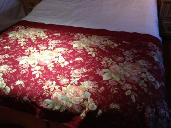 Newgrange Hotel: old style bed throw