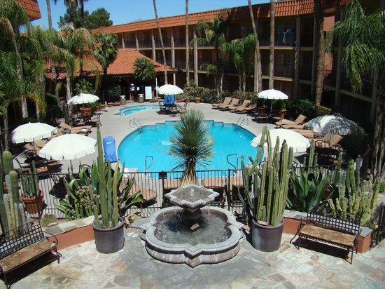 Embassy Suites Hotel Tucson-Williams Center: Pool