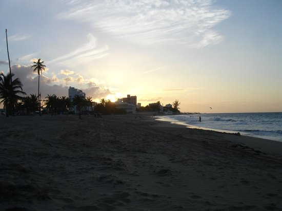 Tres Palmas Inn: Sunset