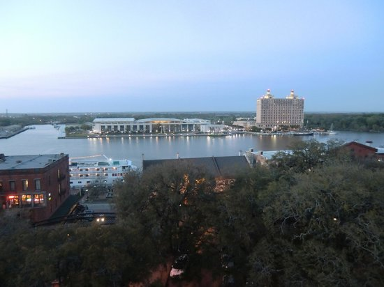 Hampton Inn Savannah-Historic District: A view from the roof top pool.