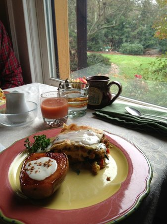 Hill House Bed &amp; Breakfast Inn: Breakfast with a view