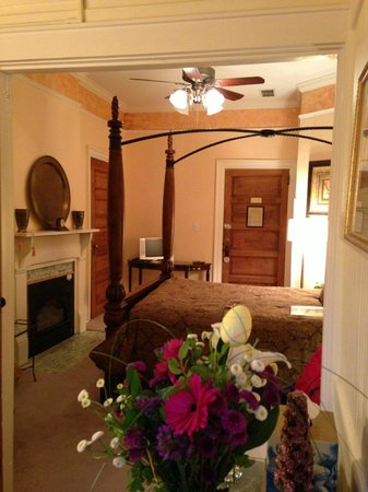 Hill House Bed &amp; Breakfast Inn: Room