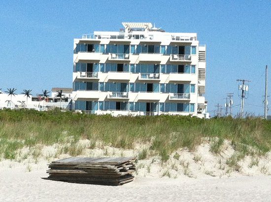 Pan American Hotel: Pan Am from the beach across the street
