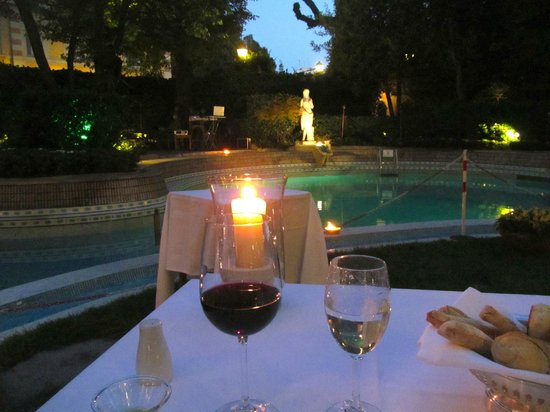 Grand Hotel Villa Medici: Dinner in the garden was romantic - even as a solo!