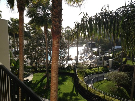 Hyatt Regency Huntington Beach Resort & Spa: View from balcony to pool