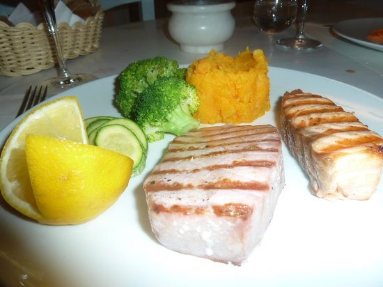 Nautilus: fresh tuna fillet