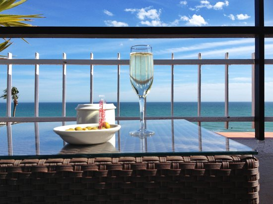 Hotel Platjador: Complimentary cava on the roof terrace, Platjador, Sitges