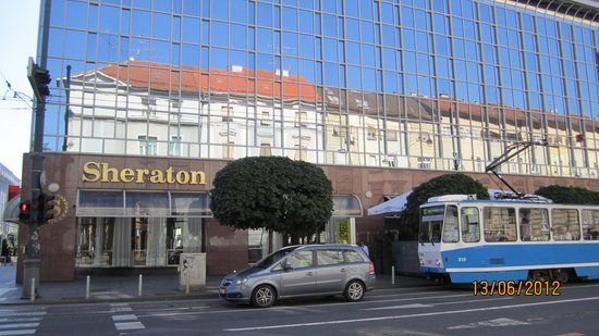 Sheraton Zagreb Hotel: view of hotel from the street