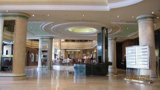 Sheraton Zagreb Hotel: The hotel foyer