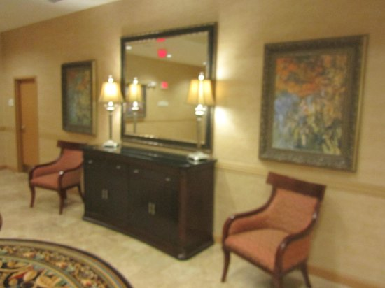 Hawthorn Suites by Wyndham West Palm Beach: Hallway