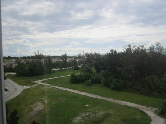 Hawthorn Suites by Wyndham West Palm Beach: View from Hotel Room