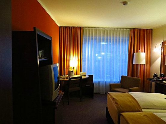 NH Frankfurt City: Twin room