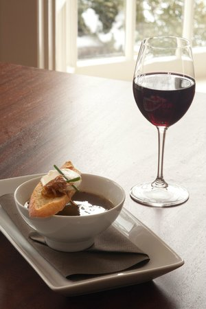 Champney's Restaurant & Tavern : Onion soup
