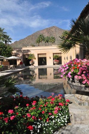 Royal Palms Resort and Spa: Another view of Camelback