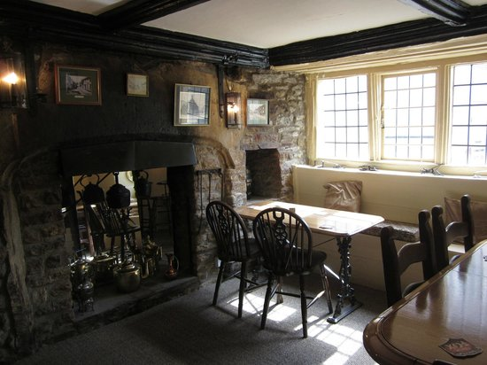 Cerne Abbas, UK: A corner table