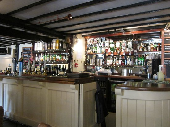 Cerne Abbas, UK: The bar of the Royal Oak