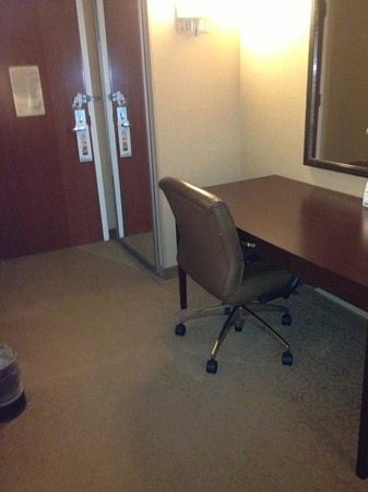 Holiday Inn & Suites Chicago O'Hare Rosemont: the chair was not very comfortable