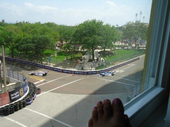 Ponce De Leon Hotel: Nice view of the street car race from our hotel room