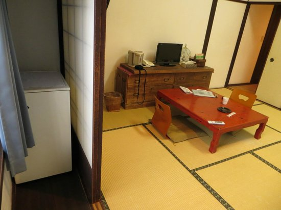 Ryoso Kawaguchi: Half the room + the fridge