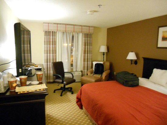 Country Inn &amp; Suites Asheville at Biltmore Square: room on third floor