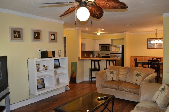 Mustang Island Beach Club: Unit 201 Lvg/ Kitchen - 2 bdrm/ 2 bath